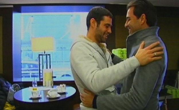 דהן בפעולה. עם השחקן שלומי ארבייטמן (צילום: חדשות 2)