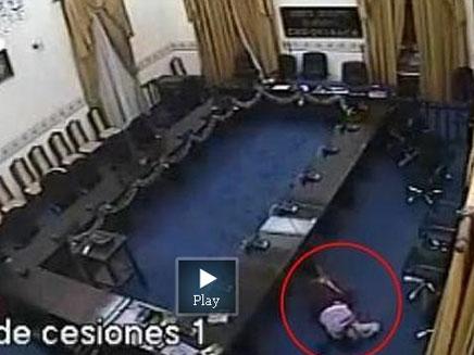 אולם המחוקקים בבוליביה (צילום: יוטיוב)