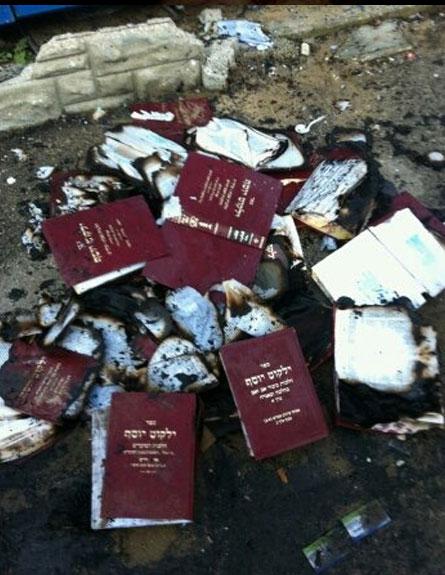 ספרי הרב שנמצאו הבוקר (צילום: חדשות 2)