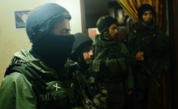 """פעילות מעצרים (צילום: יעל שלח, עיתון """"במחנה"""")"""