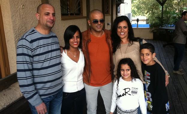 המשפחה שזכתה לסיור VIP (צילום: mako)