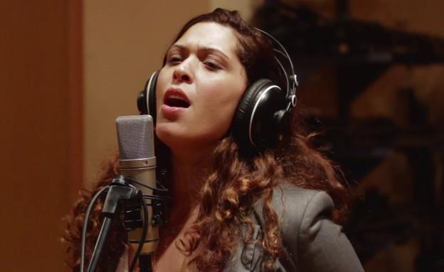 עדי כהן בשיר לאובמה (תמונת AVI: mako)