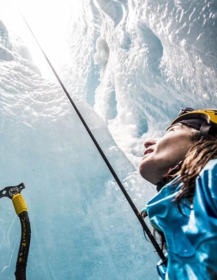 כך זה נראה מקרוב, מערות קרח באלפים