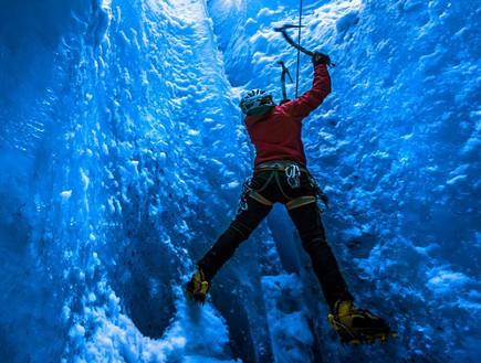 מבט מקרוב על המטפסים, מערות קרח באלפים