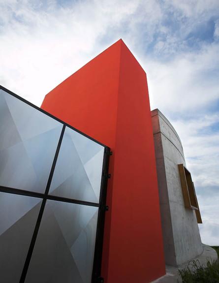בית עגול אדום