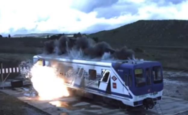 קרונות רכבת מתפוצצים בשם המדע