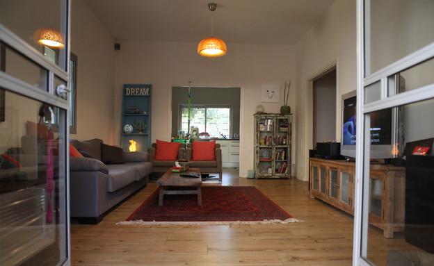 דנה דיין, ספה בסלון (צילום: אורטל דהן)