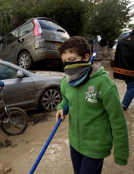 הצפה בבת חפר (צילום: AP)