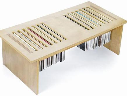 שולחן, חוברות (צילום: www.dsgnwrld.com)