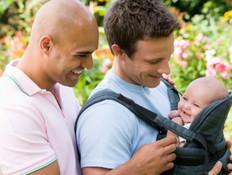 זוג גברים עם תינוק (צילום: אימג'בנק / Thinkstock)