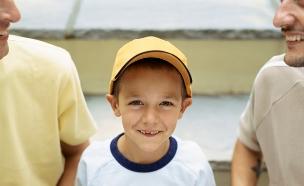 ילד עם שני אבות מוסתרים (צילום: אימג'בנק / Thinkstock)