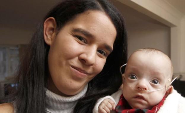 פגה שבוע 23 עם אמא (צילום: dailymail.co.uk)