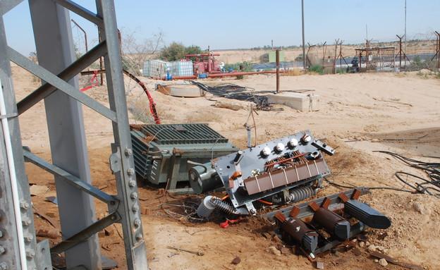 עמוד חשמל מפורק (צילום: משטרת מרחב הנגב)