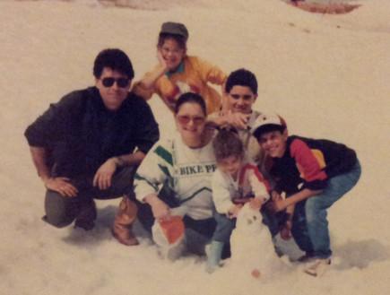 מיכל דליות עם משפחתה בחרמון 1988