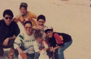 מיכל דליות עם משפחתה בחרמון 1988 (צילום: תומר ושחר צלמים)