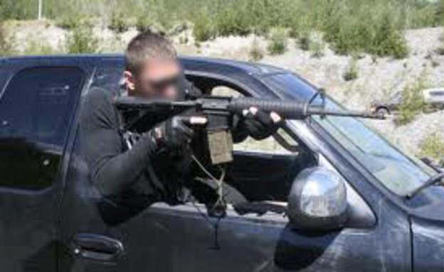 יורה מרכב נוסע (צילום: prweb.com)