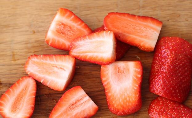 טארט תותים ושוקולד - התותים (צילום: חן שוקרון, אוכל טוב)