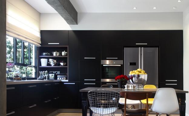 דירה, מטבח שחור (צילום: הילית כספי)