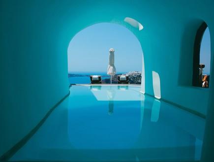 הבריכה במלון סנטוריני, מלונות רומנטיים