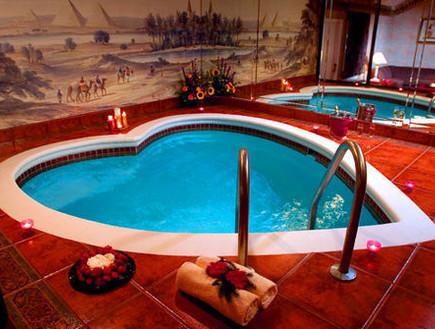 הבריכה בפוקונו פאלאס, מלונות רומנטיים