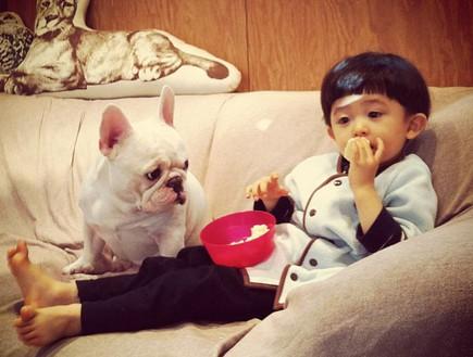 ילד וכלב - בלי כיבודים