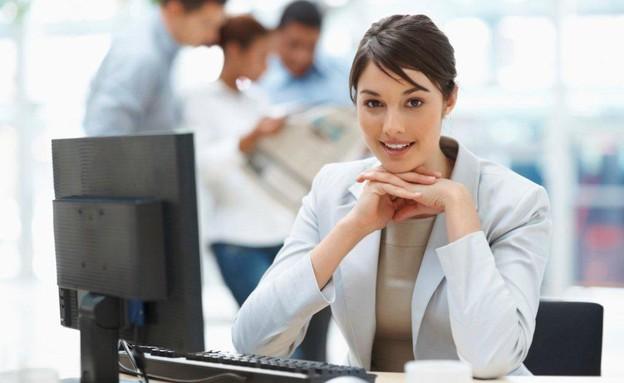 אישה מול מחשב (צילום: אימג'בנק / Thinkstock)