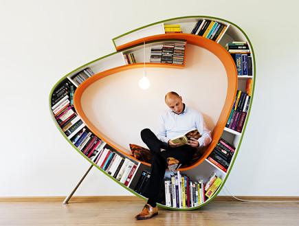 אטלייה, איש עם ספרייה