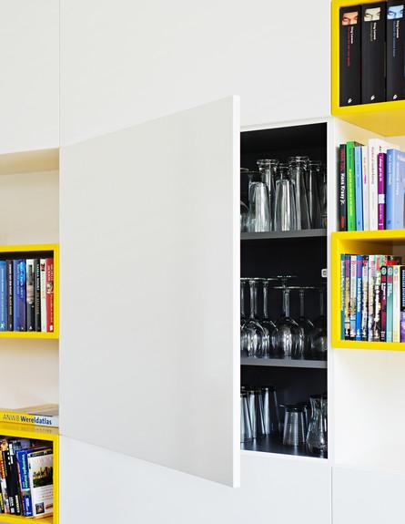 אטלייה, ספרייה שחור צהוב