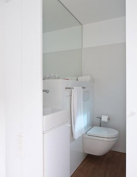 קונטיינר מלון בלגיה, שירותים