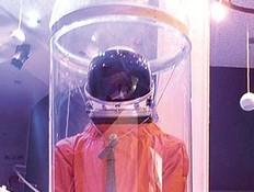 """חליפת החלל של אילן רמון (צילום: רט""""ג)"""