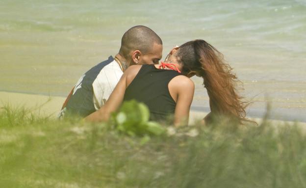 ריהאנה וכריס בים