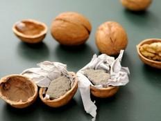 אגוזים מזויפים