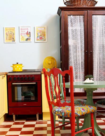ג'אנק סטייל, כיסא אדום רצפה (צילום: עודד קרני)