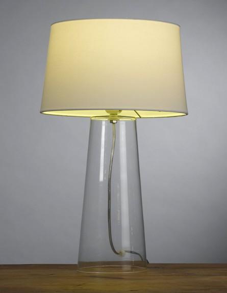 חדר שינה. מנורת שולחן פולרייט במחיר 499 שח ברשת ביתילי (צילום: ישראל כהן)