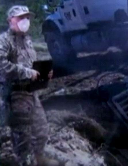פטריק מקנטי באחת התמונות שזייף (צילום: חדשות 2)