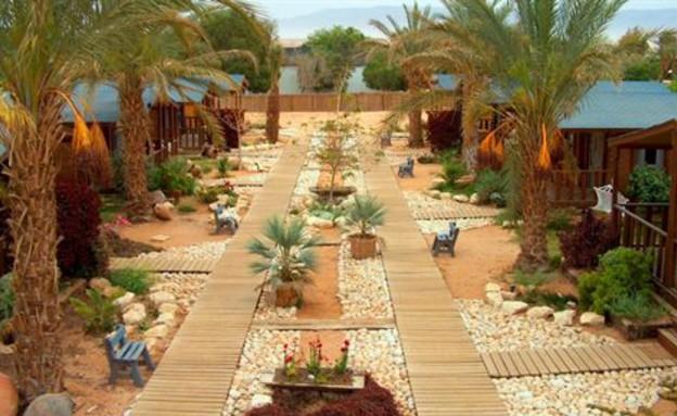 פנינה במדבר- מבחוץ, צימרים משפחות