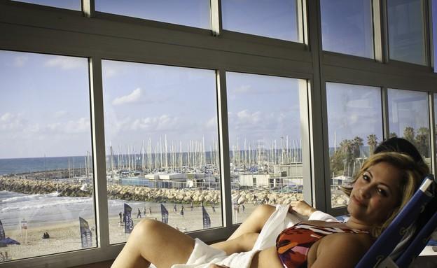 ליהיא גרינר נחה אחרי האירוויזיון בביקיני (צילום: שגיא גואטה)