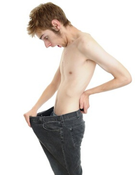 מסתכל על המכנסיים