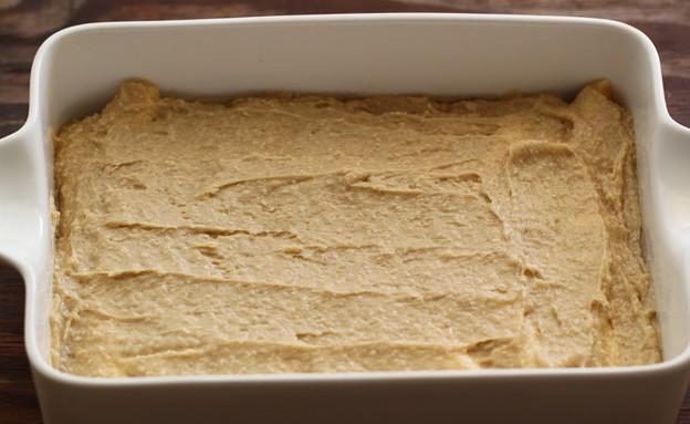 עוגת בננה הפוכה - מסיימים עם המלית (צילום: חן שוקרון, אוכל טוב)
