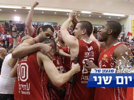 נאור חוגג עם החברים (אלן שיבר) (צילום: ספורט 5)