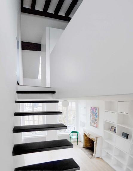 מדרגות שחורות