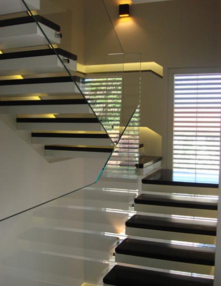 מדרגות, נורית קצרגינסקי