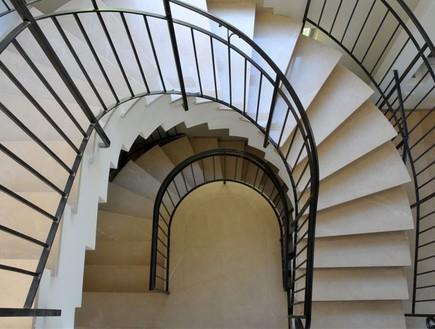 מדרגות לולייניות קומות