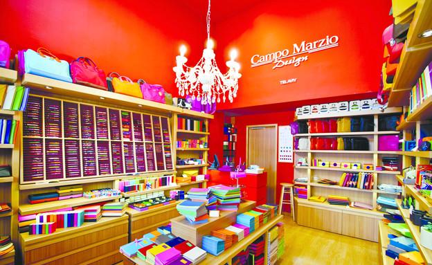 בזל, חנות אדומה (צילום: בועז לביא)