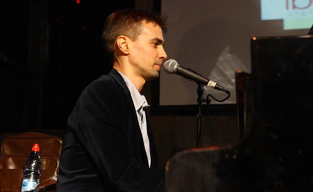 אדם גורליצקי, מחווה לשמוליק קראוס (צילום: ענבל צח)