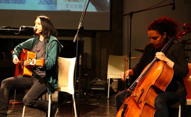 מאיה בלזיצמן, שילה פרבר, מחווה לשמוליק קראוס (צילום: ענבל צח)