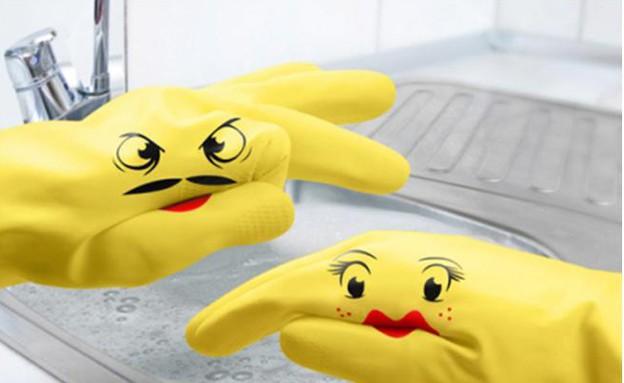 כלי ניקוי, כפפות צהובות (צילום: www.he-she.co.il)