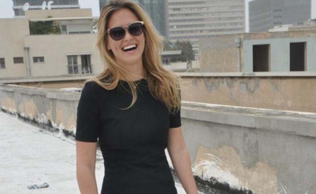 בר רפאלי בשמלה שחורה (צילום: mako)