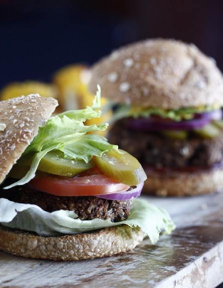 המבורגר דגנים (צילום: אפיק גבאי, פשוט לבשל בריא, הוצאת כלטקסט)