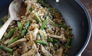 אורז מלא מוקפץ (צילום: אפיק גבאי, פשוט לבשל בריא, הוצאת כלטקסט)